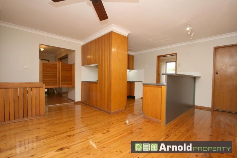 11 Lowana Crescent, Kahibah NSW 2290, Image 2