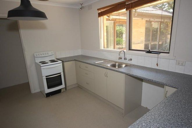Picture of 28 Cumberland Avenue, BAYSWATER VIC 3153