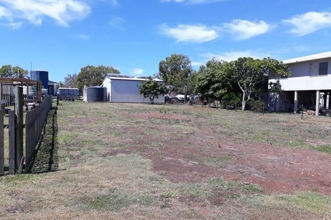 Picture of 8 Poincianna Avenue, CURTIS ISLAND QLD 4680