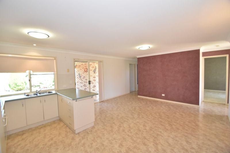 44 Barlow Street, Wilsonton QLD 4350, Image 2