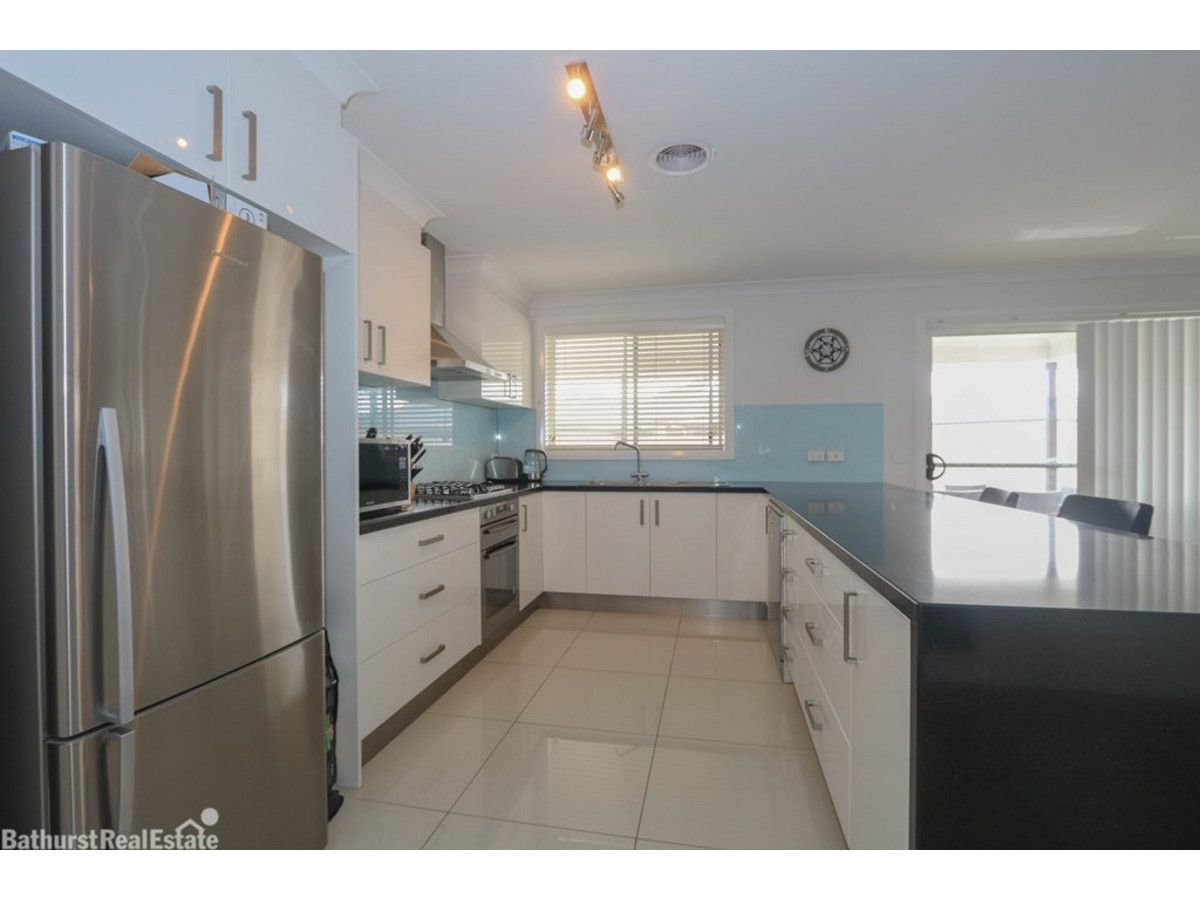 41 Wentworth Drive, Kelso NSW 2795, Image 2