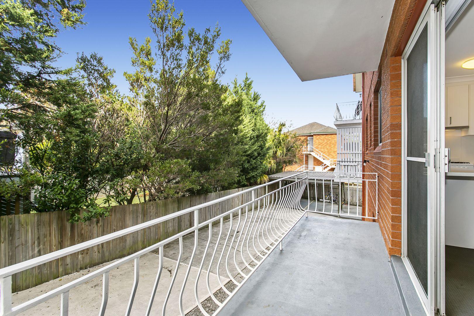 3/16 Wyadra  Avenue, Freshwater NSW 2096, Image 2