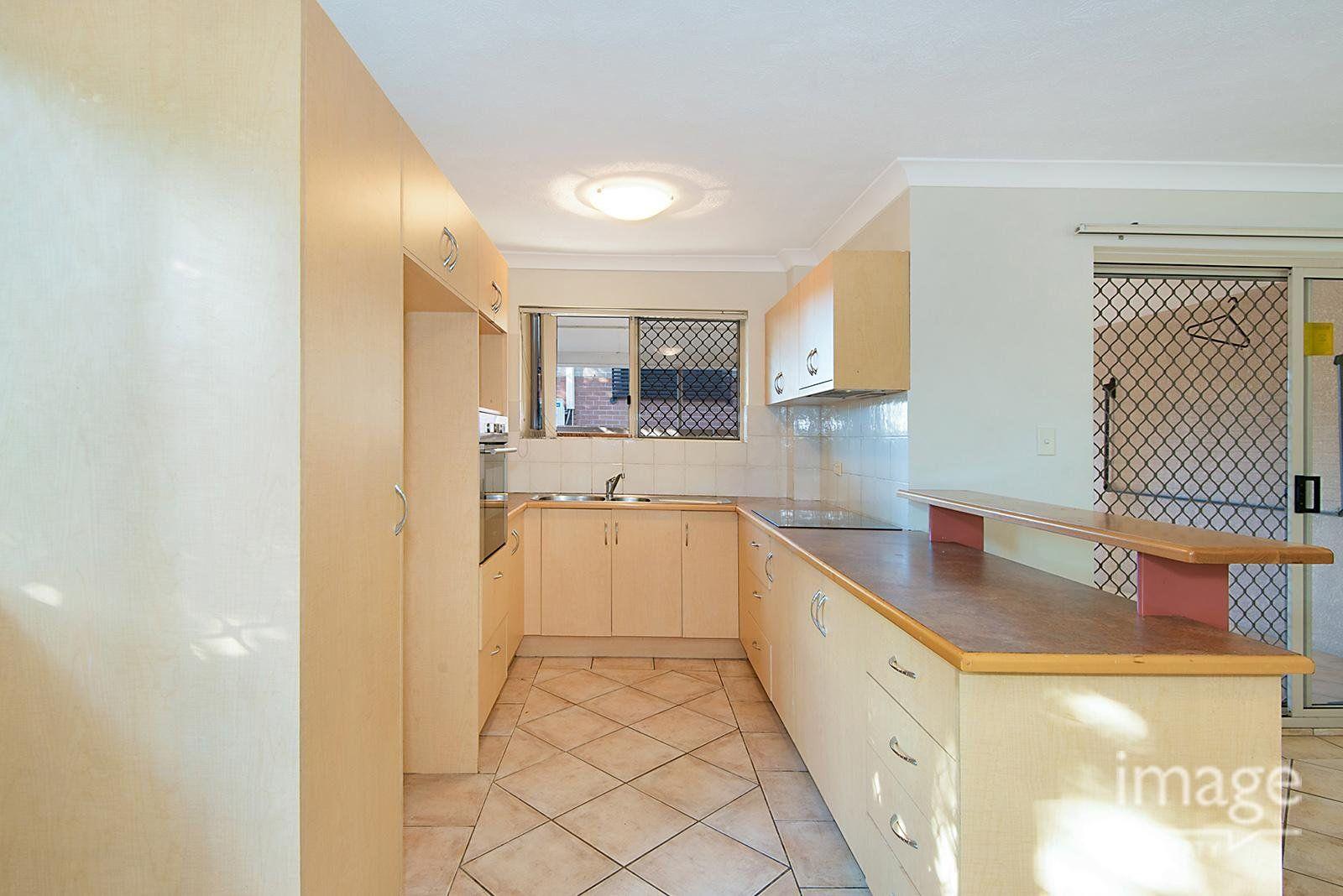 15 Cardross Street, Yeerongpilly QLD 4105, Image 2
