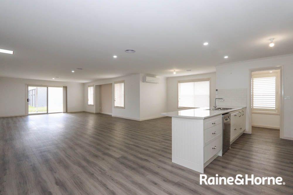 19 Lew Avenue, Eglinton NSW 2795, Image 2