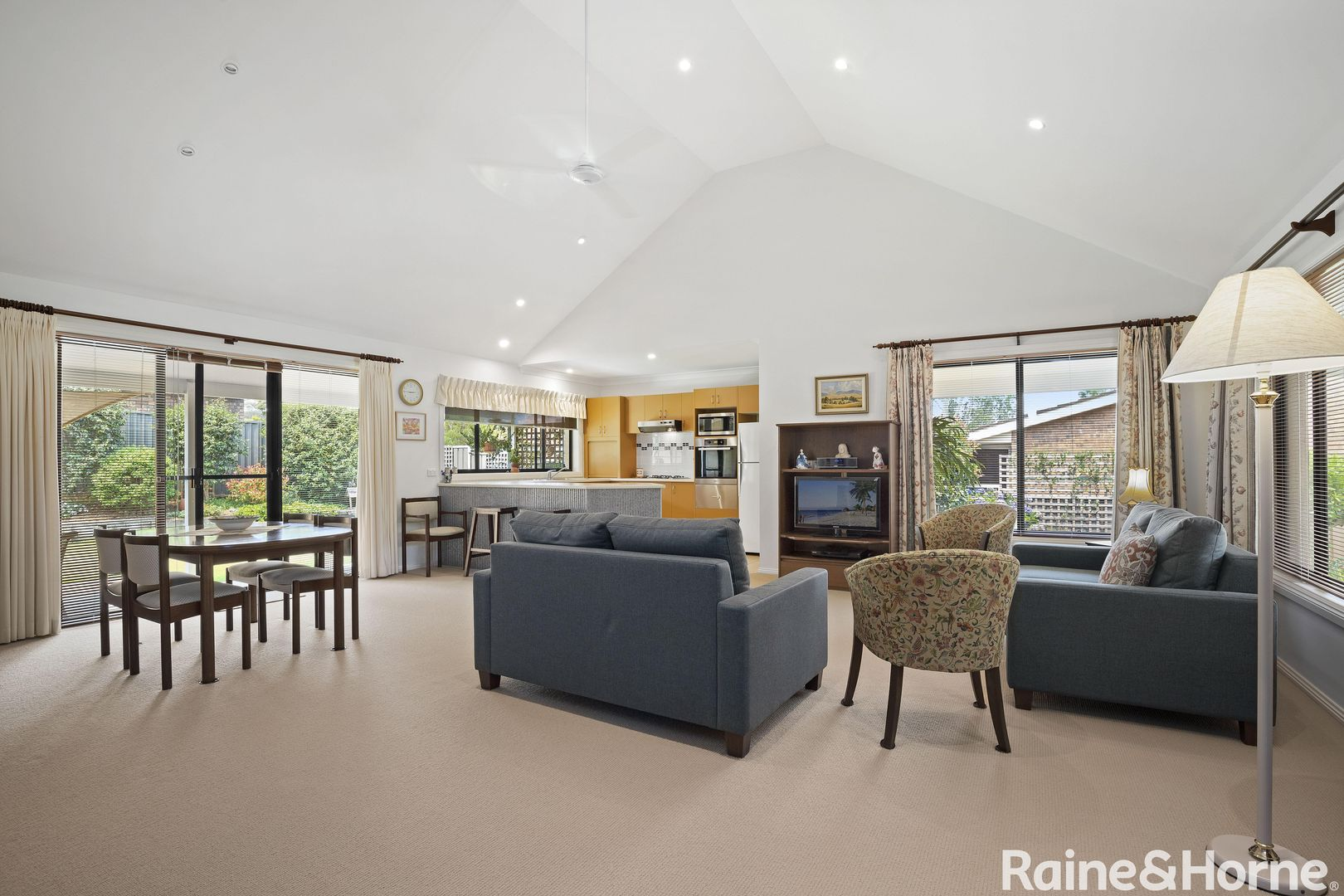34 Clyde Street, Mollymook Beach NSW 2539, Image 2