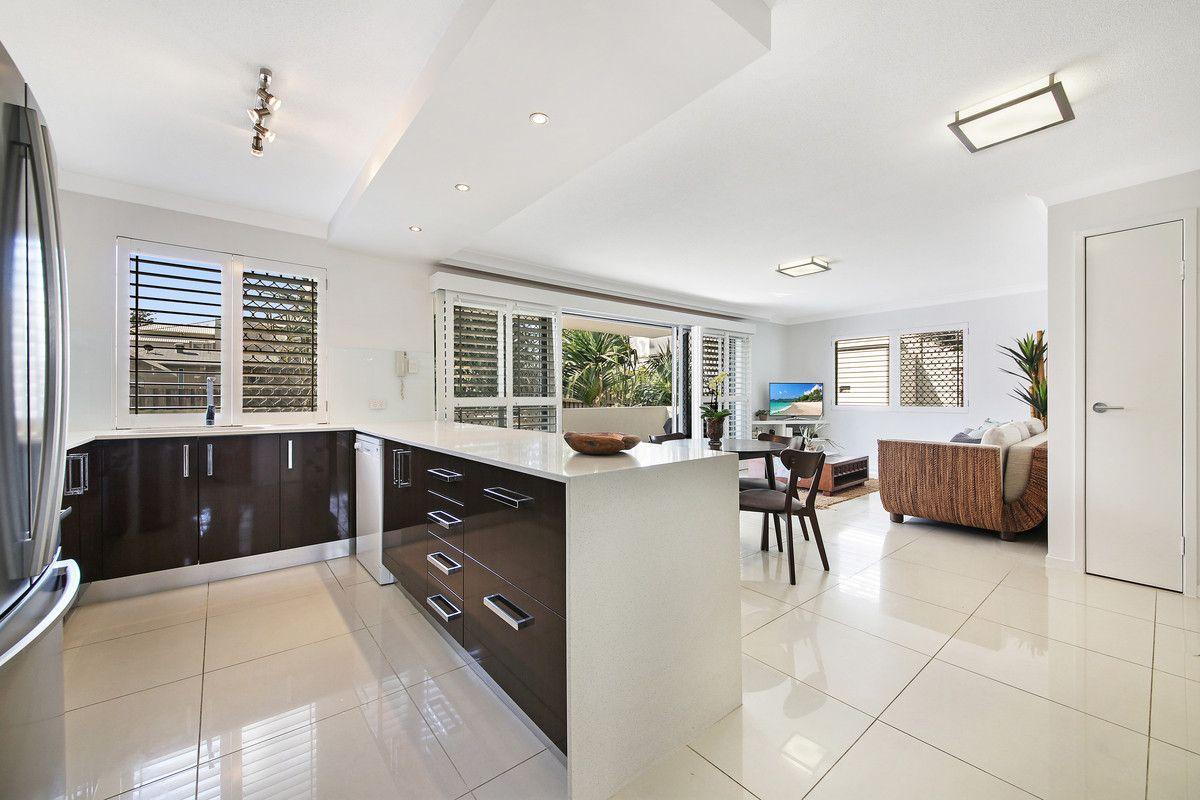 2/21 Albatross Avenue, Mermaid Beach QLD 4218, Image 2