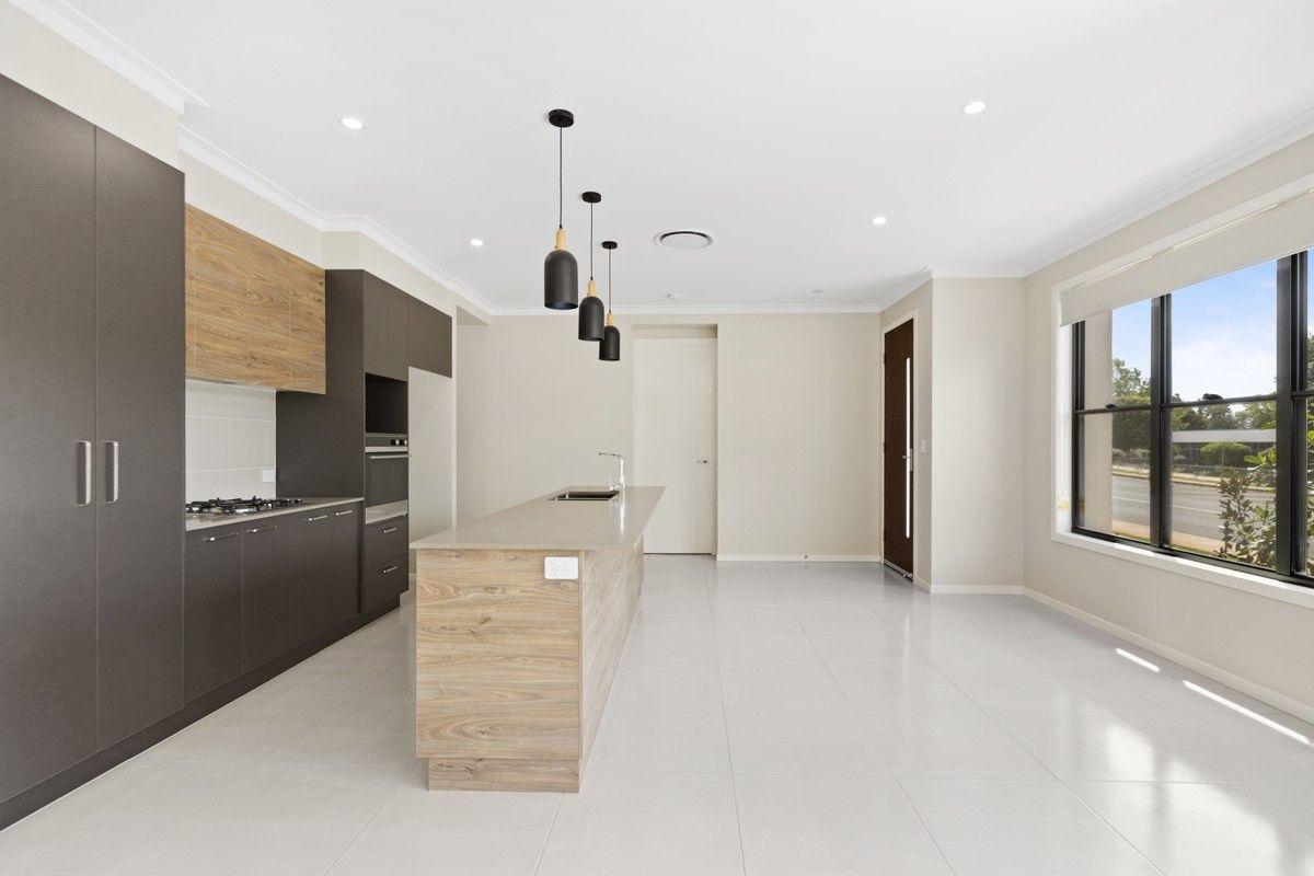 2/14 Yarrow Close, Middle Ridge QLD 4350, Image 1