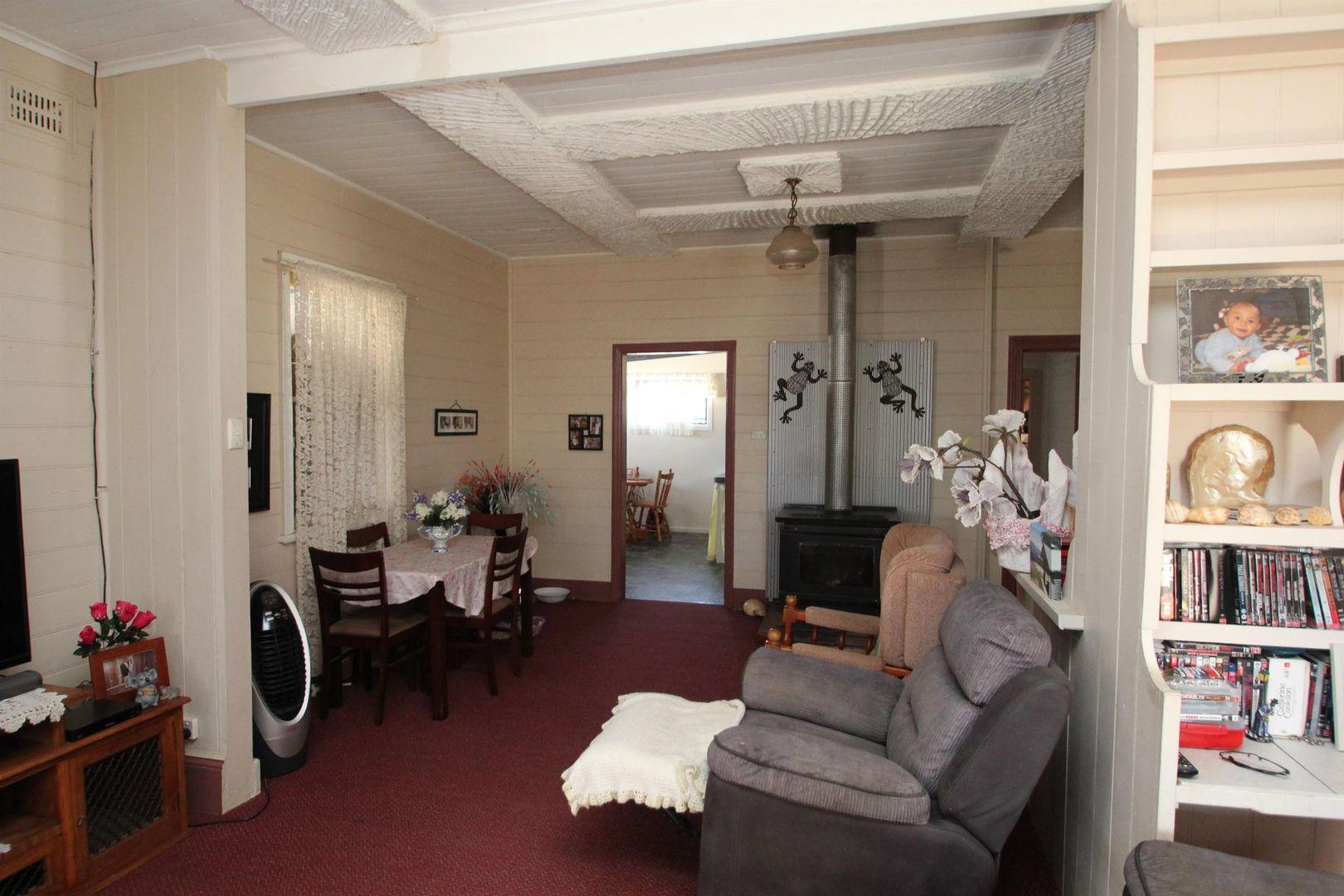17 Margaret Street, Tenterfield NSW 2372, Image 2