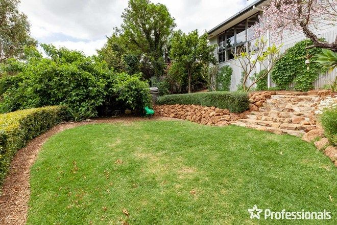 Picture of 27 Bromfield Drive, KELMSCOTT WA 6111
