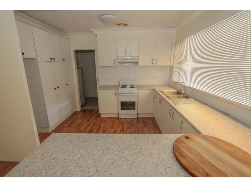 11 Osborne Avenue, Bathurst NSW 2795, Image 2