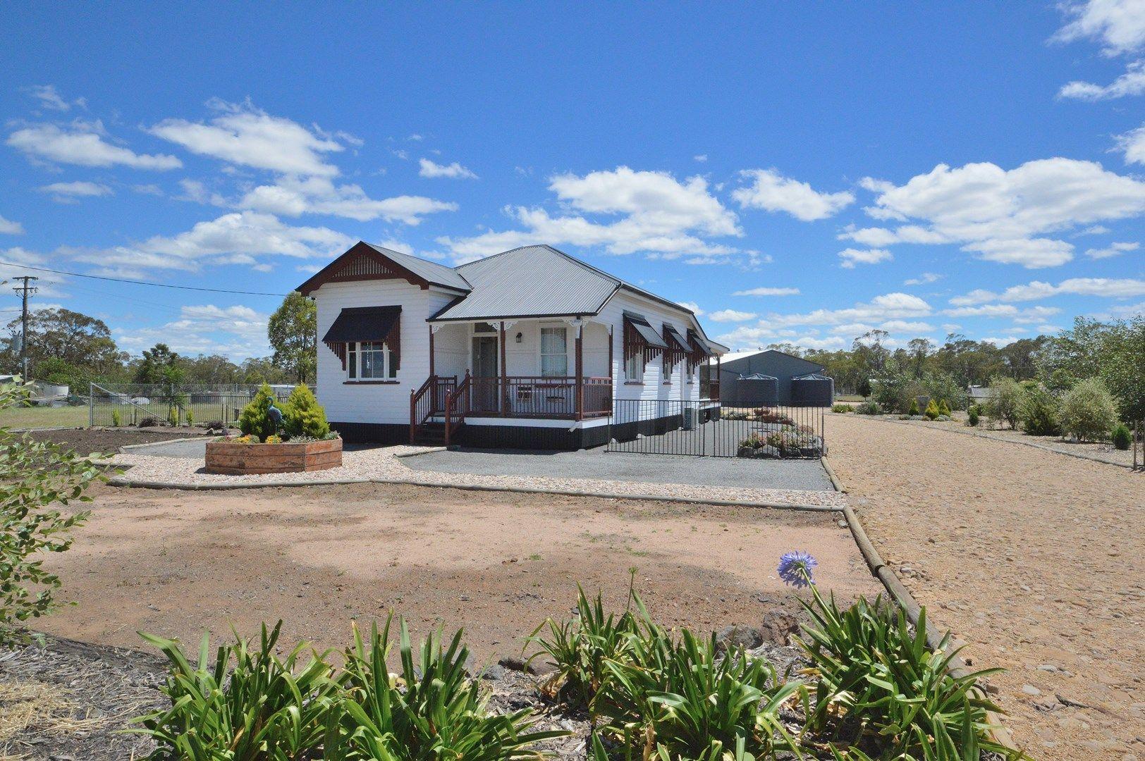 98 Goomburra Street, Hendon QLD 4362, Image 1