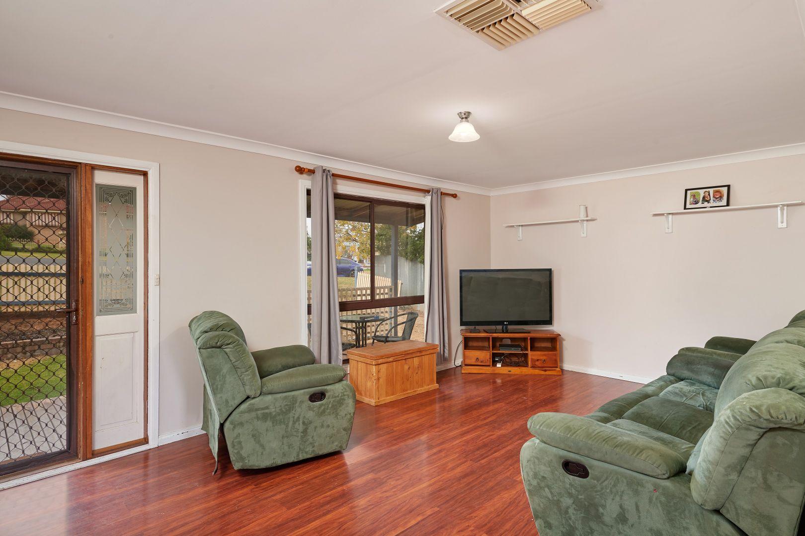 55 Commins Street, Junee NSW 2663, Image 2