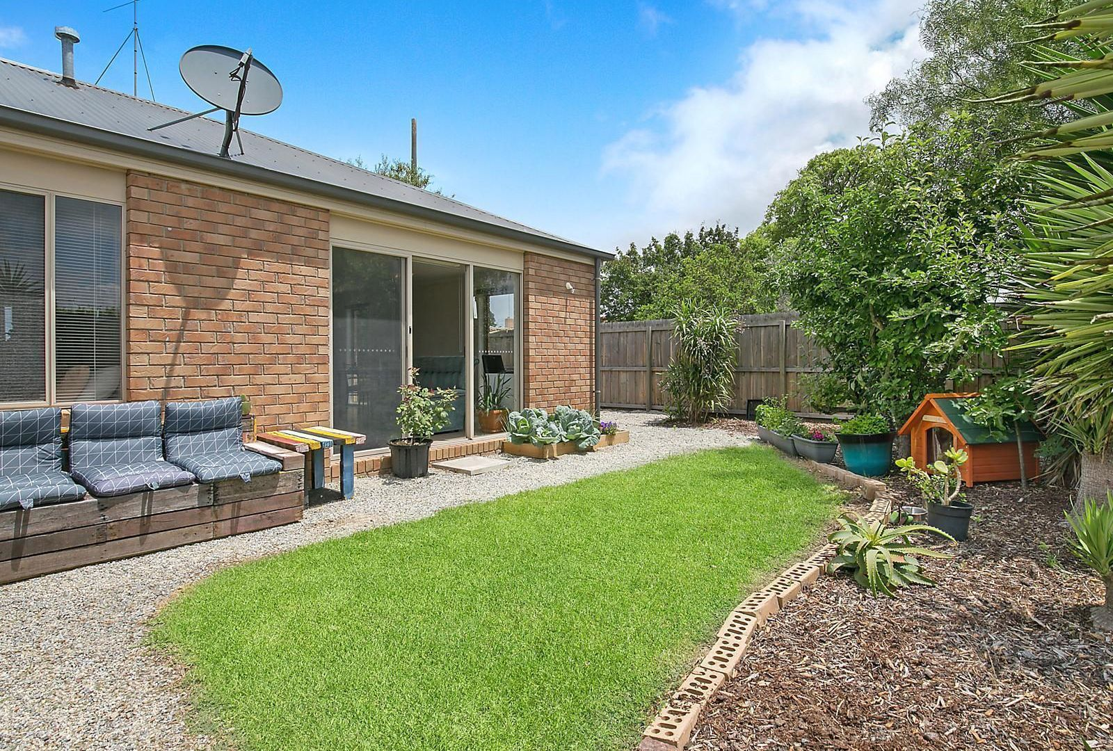 2/30 Breadalbane Street, Newcomb VIC 3219, Image 1