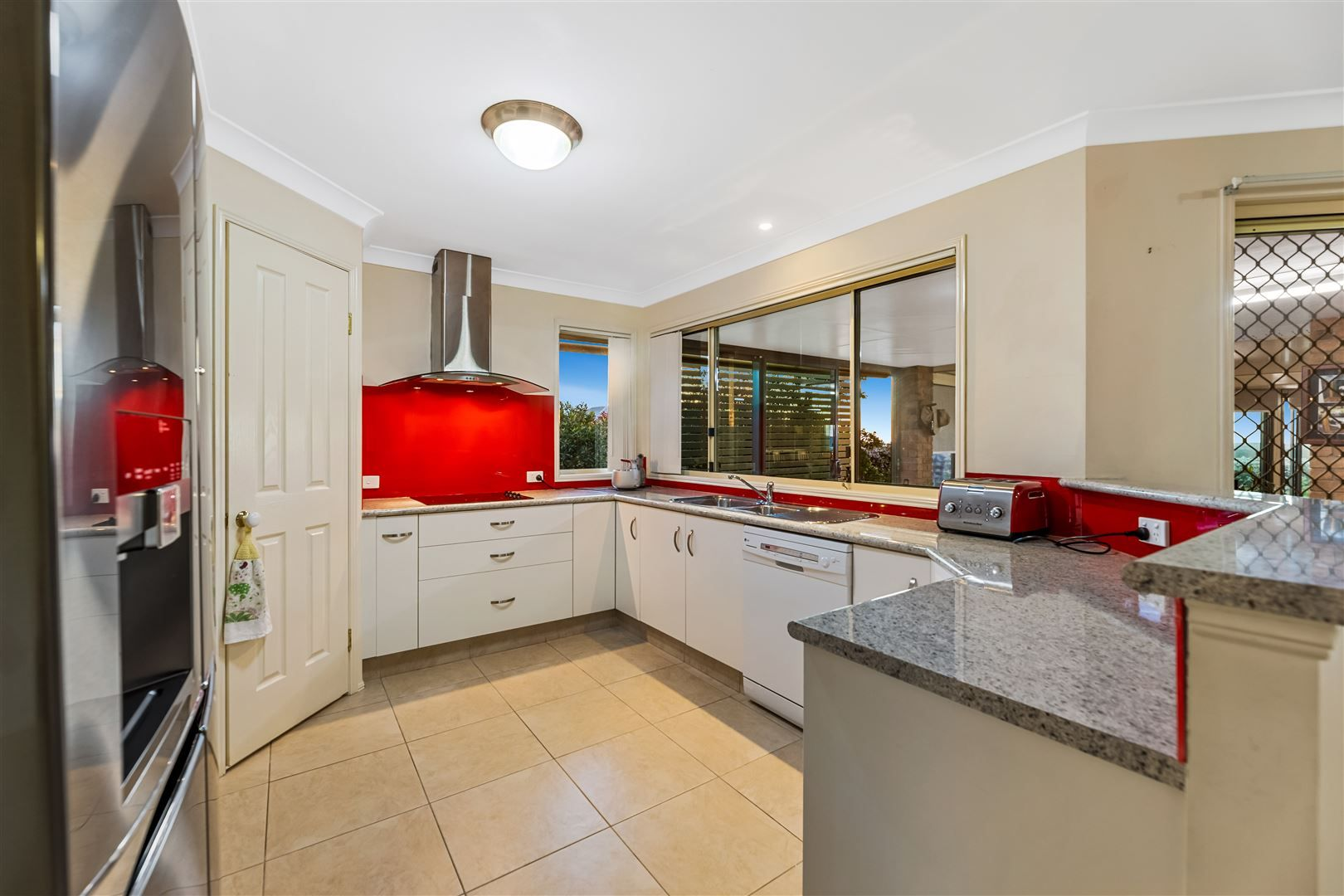 19 Smythe Drive, Highfields QLD 4352, Image 2