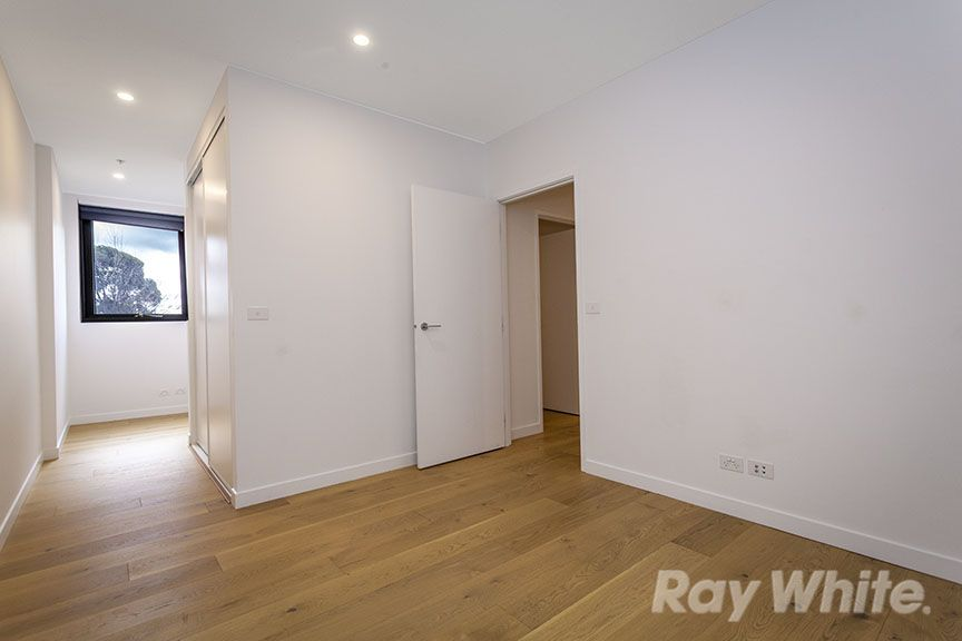 205/5 Sovereign Point Court, Doncaster VIC 3108, Image 2