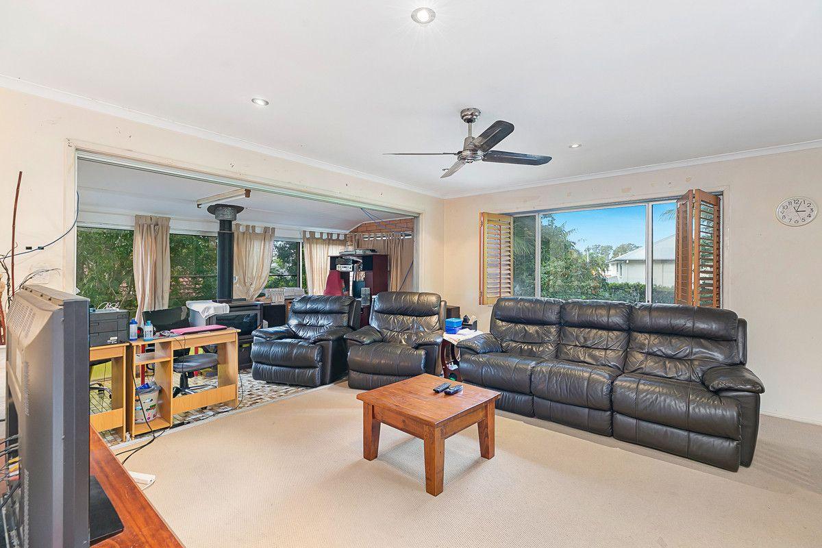 35 McWilliam Street, Redland Bay QLD 4165, Image 2