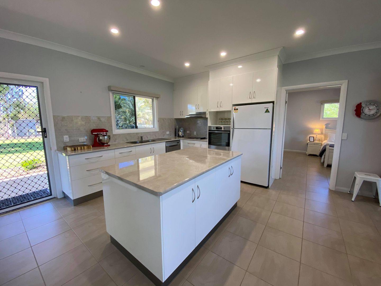 39 Maple Street, Barcaldine QLD 4725, Image 2