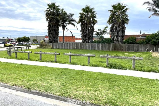 Picture of 6 Mechanics Street, LAKES ENTRANCE VIC 3909
