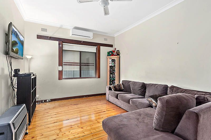 3 Lorraine Avenue, Bardwell Valley NSW 2207, Image 2