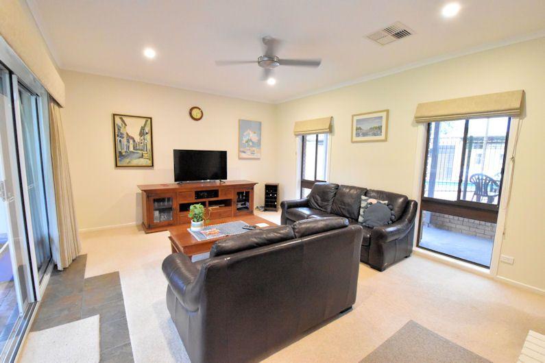 211 BURCHFIELD AVENUE, Deniliquin NSW 2710, Image 2