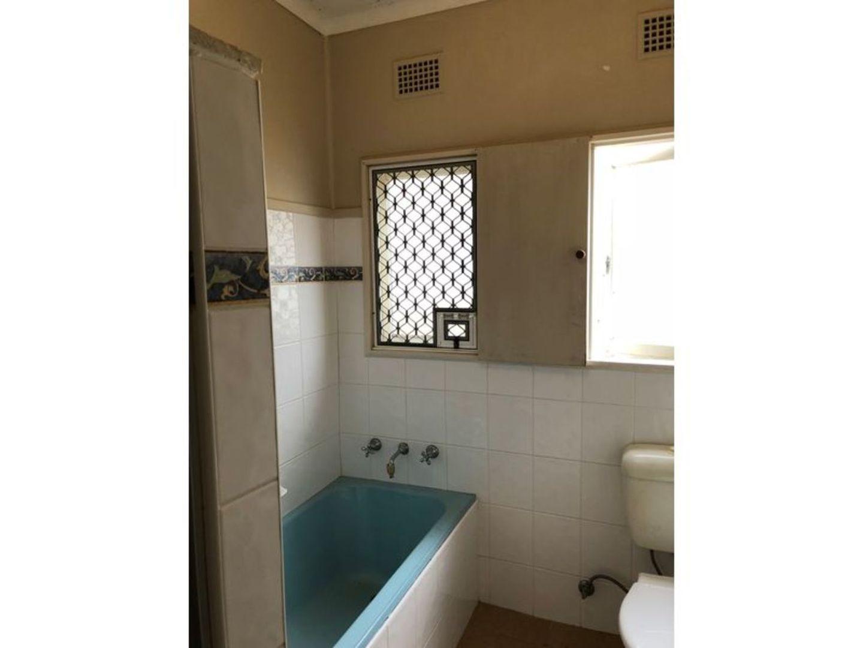 43 Hoddle Avenue, Bradbury NSW 2560, Image 2