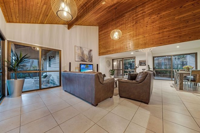 Picture of 2 Springwell Avenue, SPRINGWOOD QLD 4127