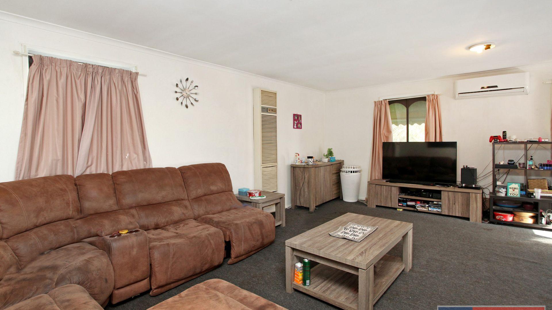 2/5 Balfour Place, Melton West VIC 3337, Image 2
