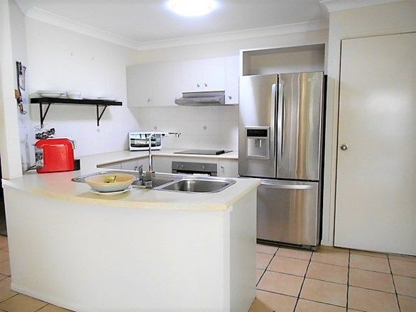 29 Hyde Place, Forest Lake QLD 4078, Image 2