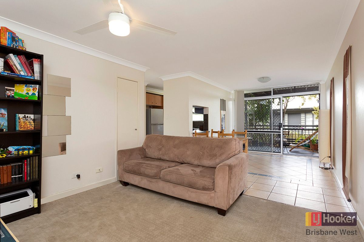 1/242 Carmody Road, St Lucia QLD 4067, Image 2