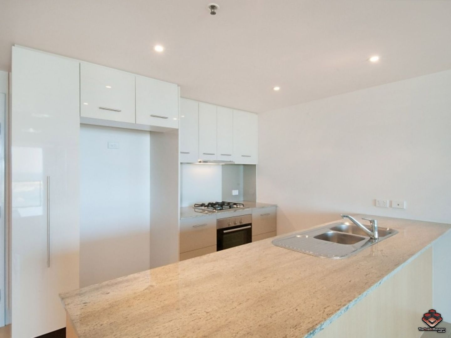 ID:3861193/105 Scarborough Street, Southport QLD 4215, Image 2