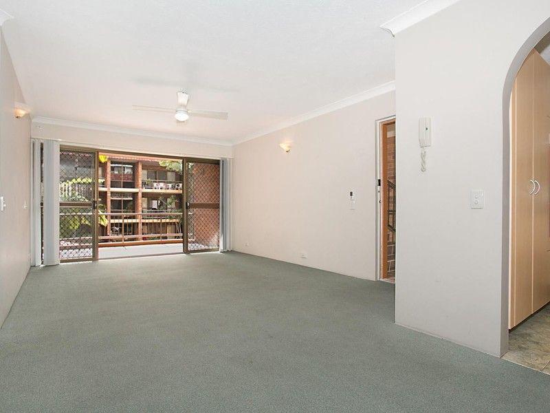 11/7 Federation Ave, Broadbeach QLD 4218, Image 2