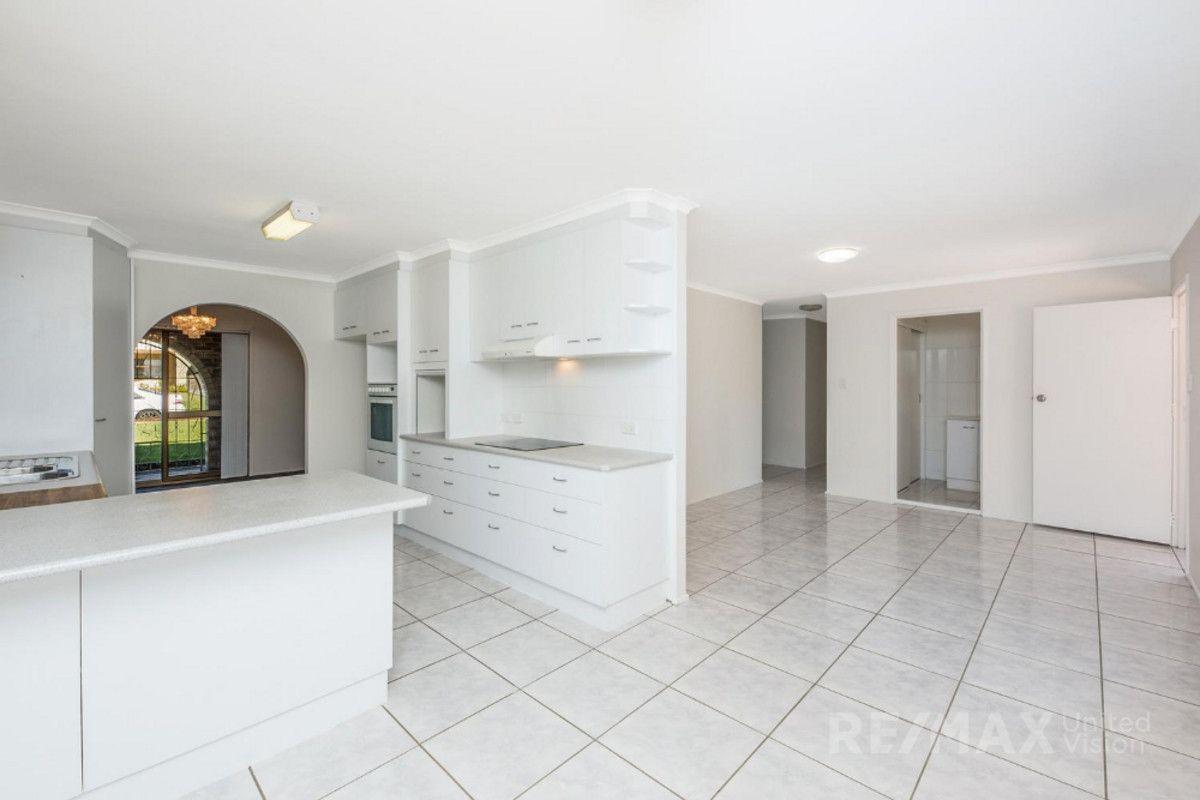29 Banwell Crescent, Carindale QLD 4152, Image 2
