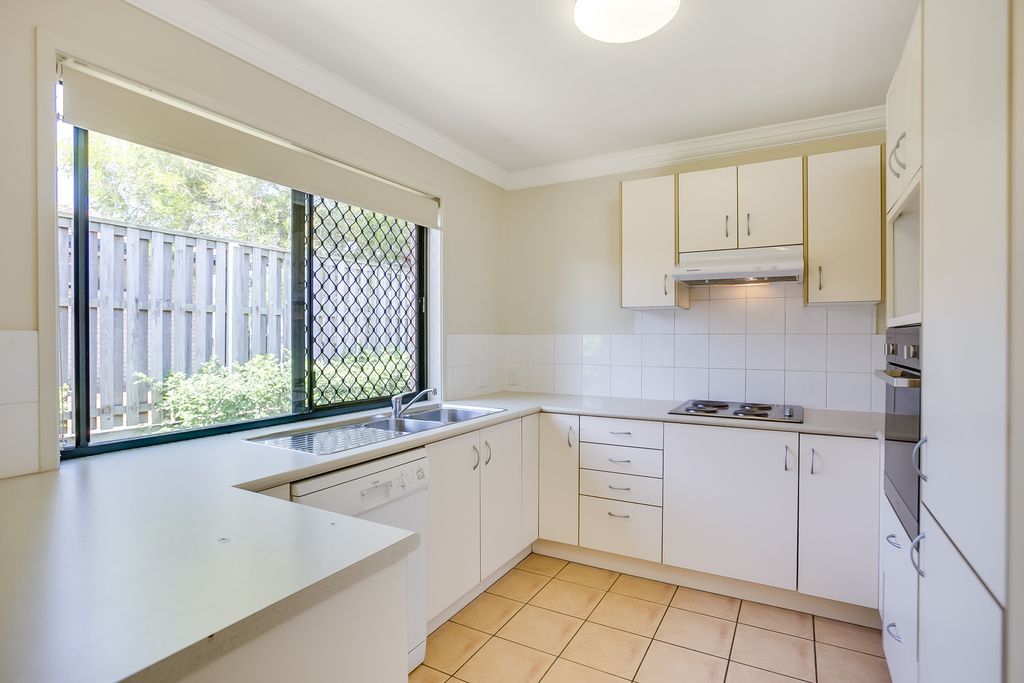 7 Holland Crescent, Wynnum West QLD 4178, Image 2