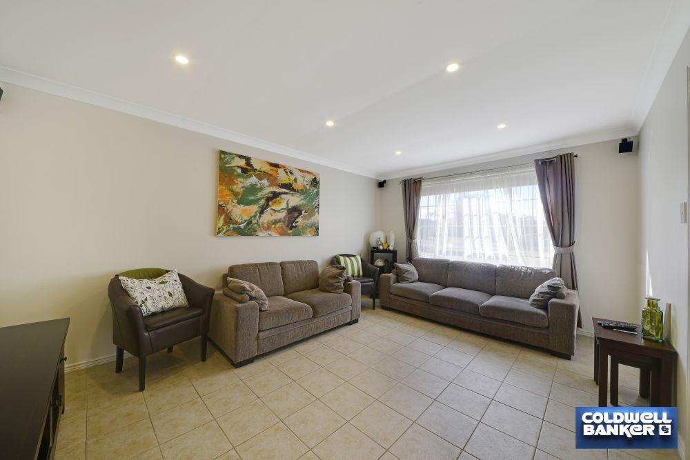22 Implexa Court, Wattle Grove NSW 2173, Image 2