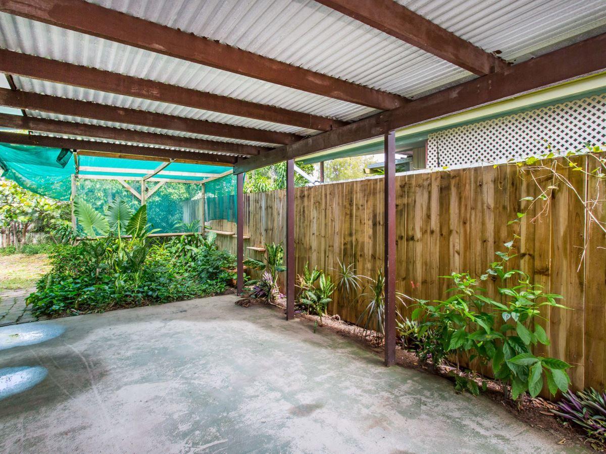 1/107 Oleander Street, Holloways Beach QLD 4878, Image 2