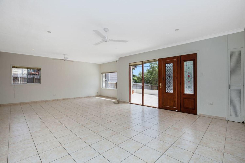 8 Cooleroo Avenue, Southport QLD 4215, Image 1