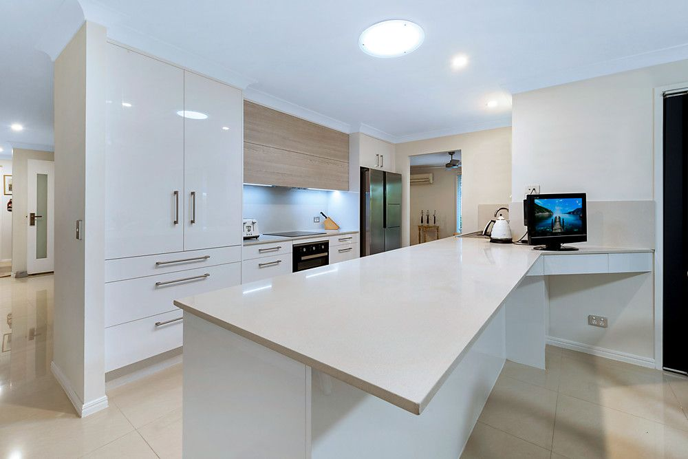 21 Lakefield Crescent, Paradise Point QLD 4216, Image 2