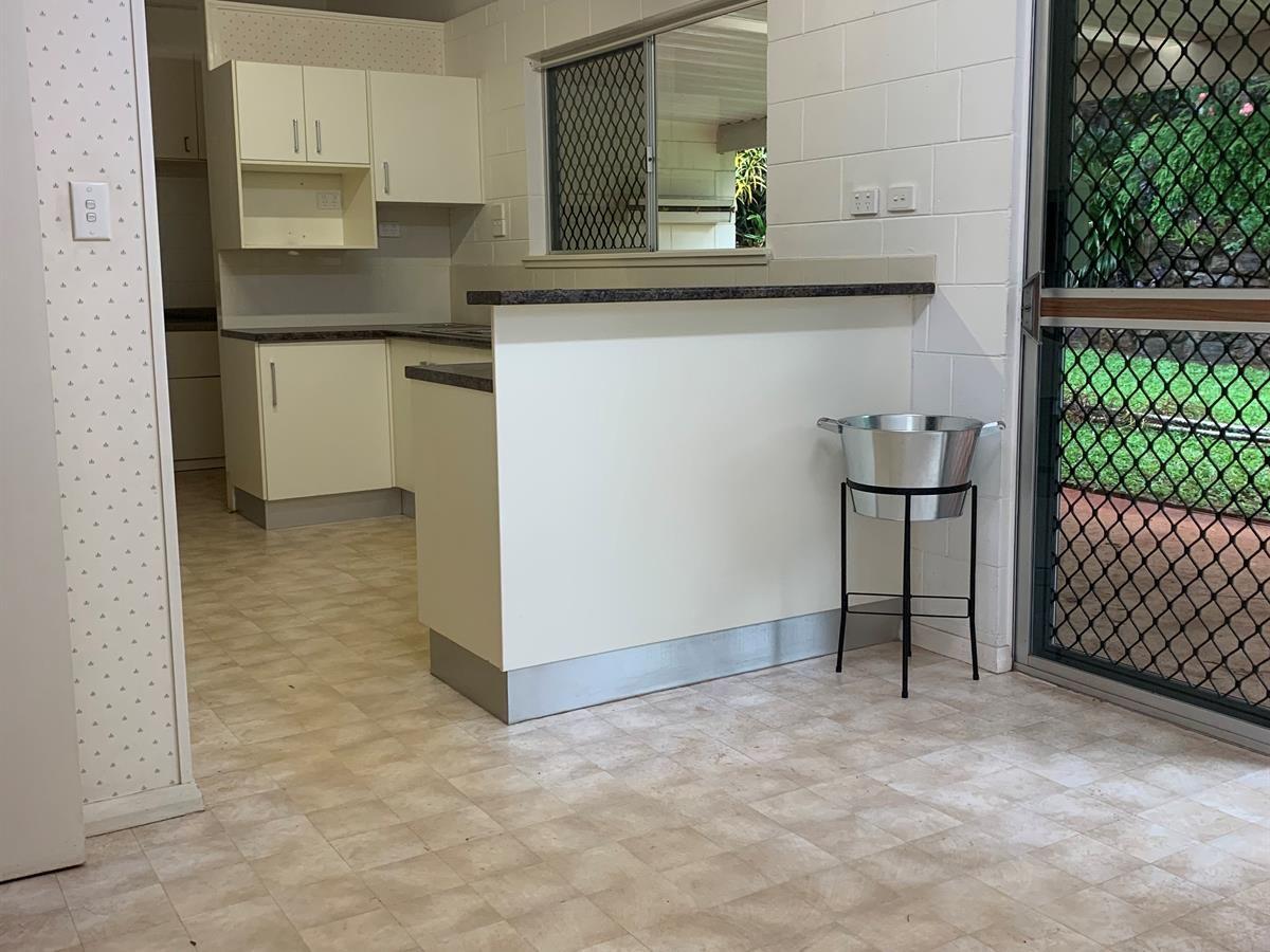 12 Bremner Street, Mooroobool QLD 4870, Image 2