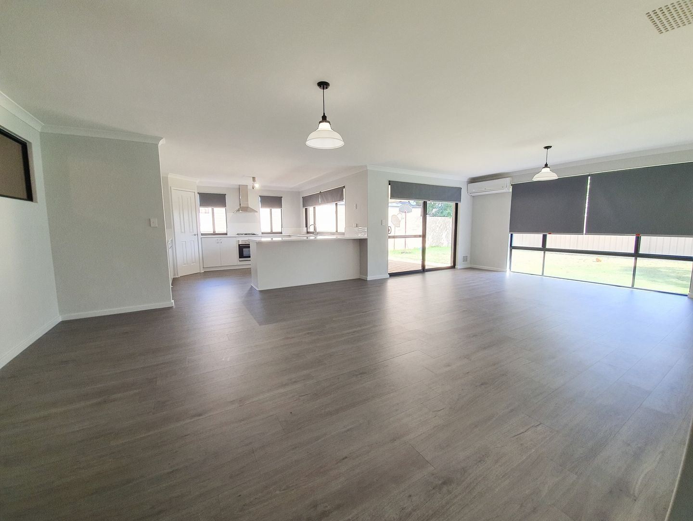 23 Ballarat Court, Eaton WA 6232, Image 2