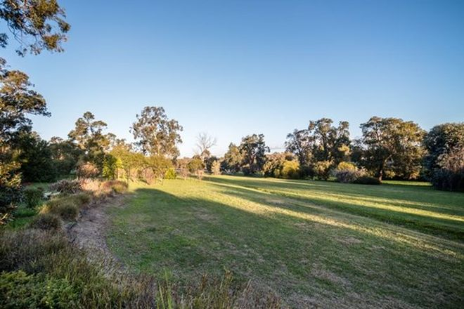 Picture of 302 Carlin Road, BAKERS HILL WA 6562
