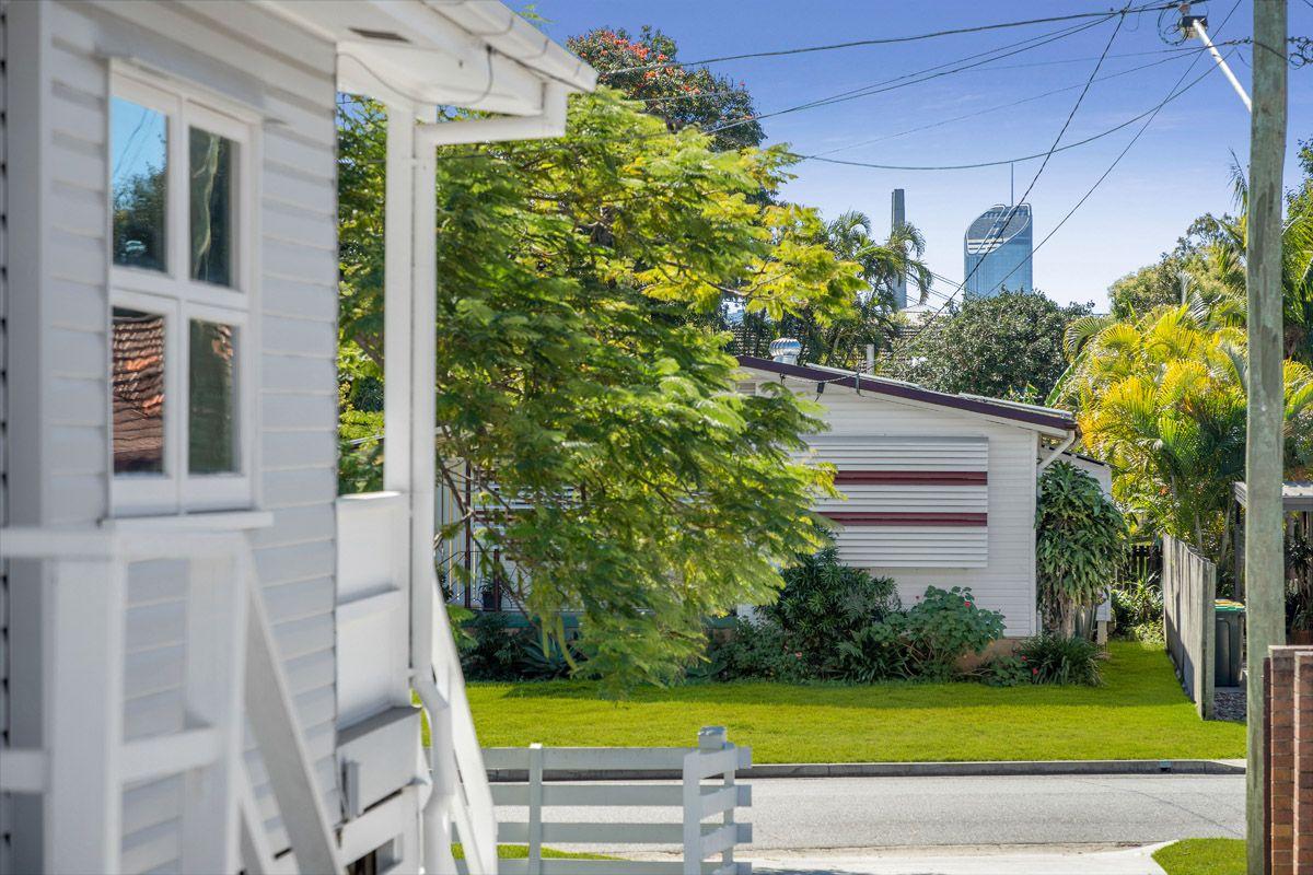 18 Allamanda Street, Fairfield QLD 4103, Image 2