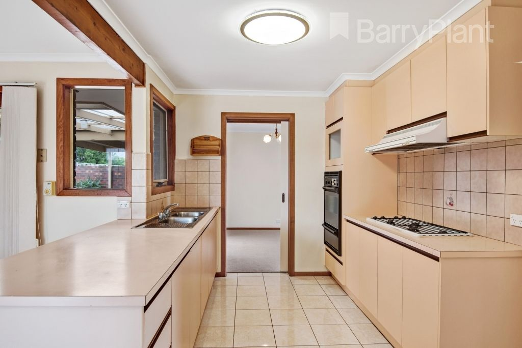11 Somerset Close, Werribee VIC 3030, Image 2