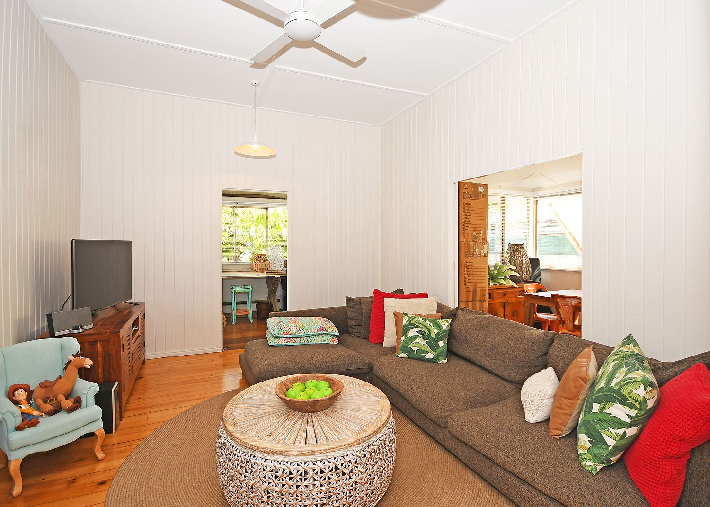 92 Bideford Street, Torquay QLD 4655, Image 2