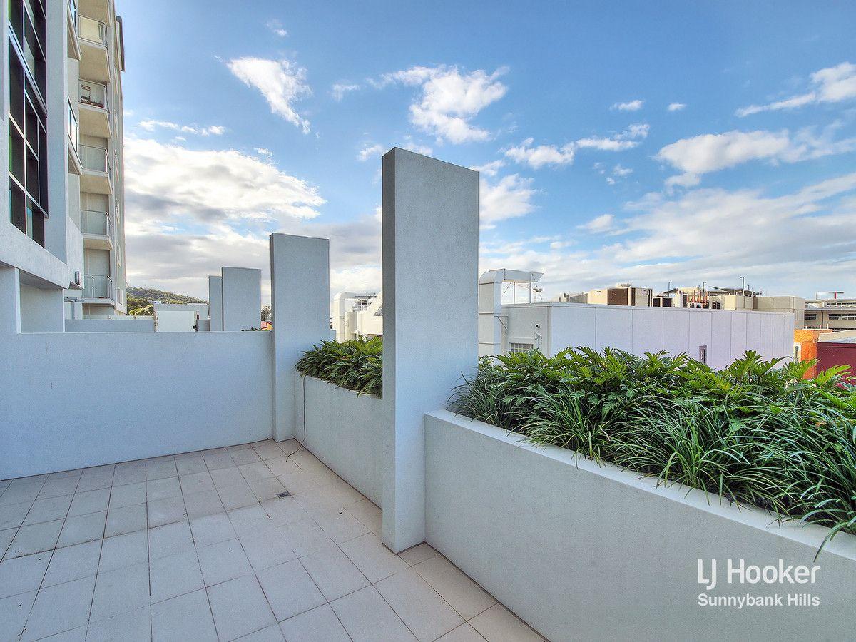 2102/1-5 Cremin Street, Upper Mount Gravatt QLD 4122, Image 2