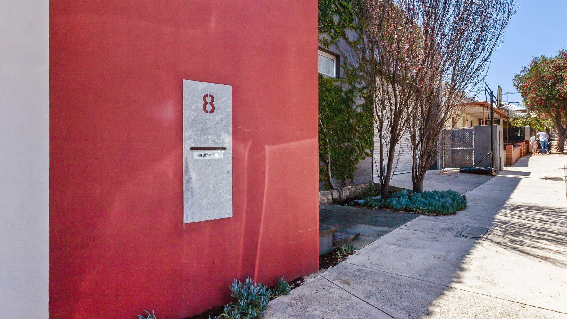 8 Tuckfield Street, Fremantle WA 6160, Image 2