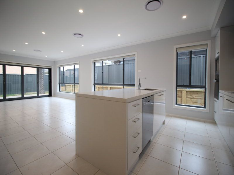 33 Arnold Avenue, Kellyville NSW 2155, Image 2