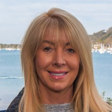 Melanie Marshall, Licensee