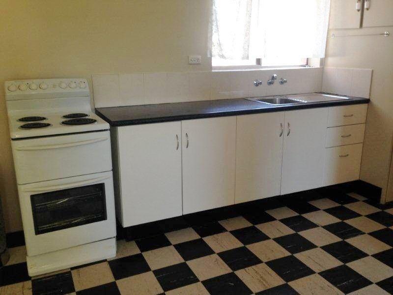2/228 Wakaden Street, Griffith NSW 2680, Image 2
