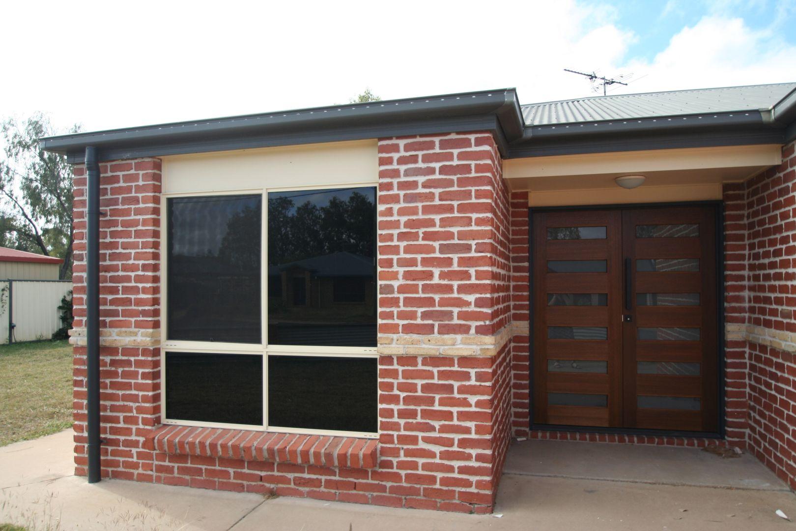 18 Vicki Close, Emerald QLD 4720, Image 2