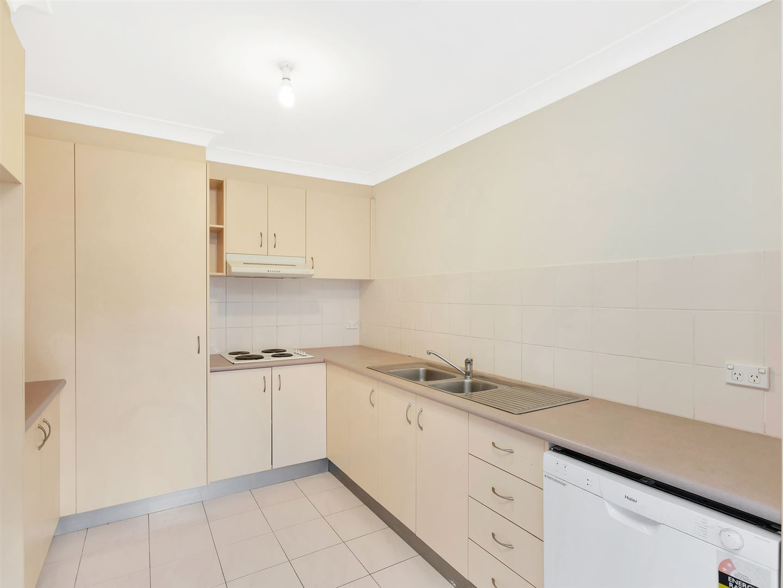 1/33 Nakina Street, Southport QLD 4215, Image 2